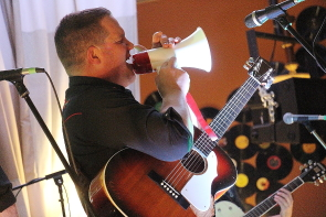 Andrew Scott playing with the Turncoats at the Owl Acoustic Lounge,, Sept. 29. Photo by Richard Amery