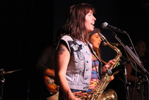 Jen Davidson with Honey Tongues at the Slice, July 6. Photo by Richard Amery