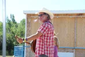 Outgoing South Country Fair mayor Washboard Hank will pass to torch at this year's Fair. photo by Richard Amery